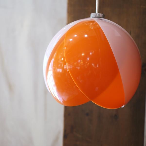 画像1: レトロ ペンダントライト/吊り下げ照明 丸形/チューリップ オレンジ×白 ユーズド品